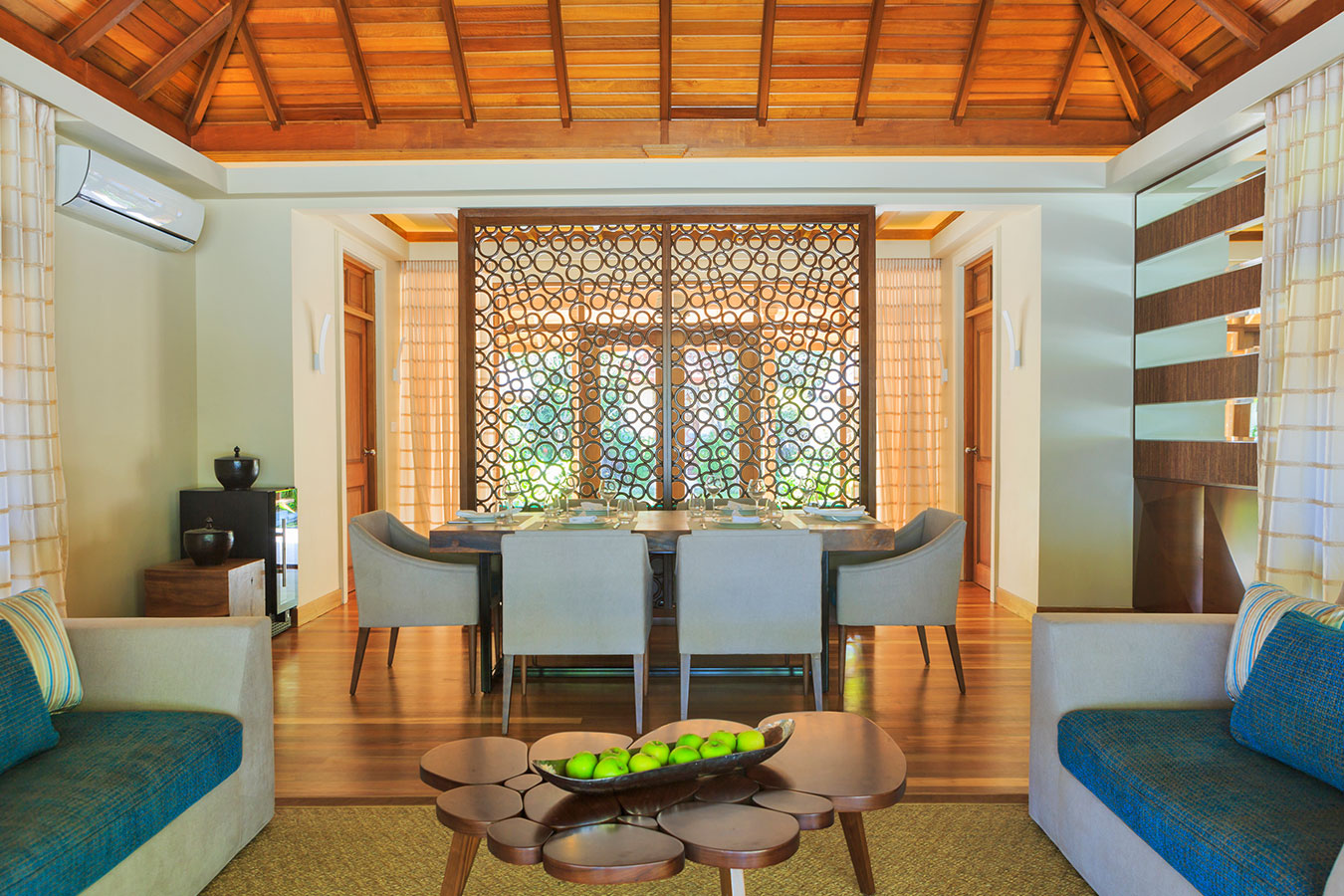 Kurumba Maldives - Royal Residence Lounge Image - Maldives Resorts Pool Villa