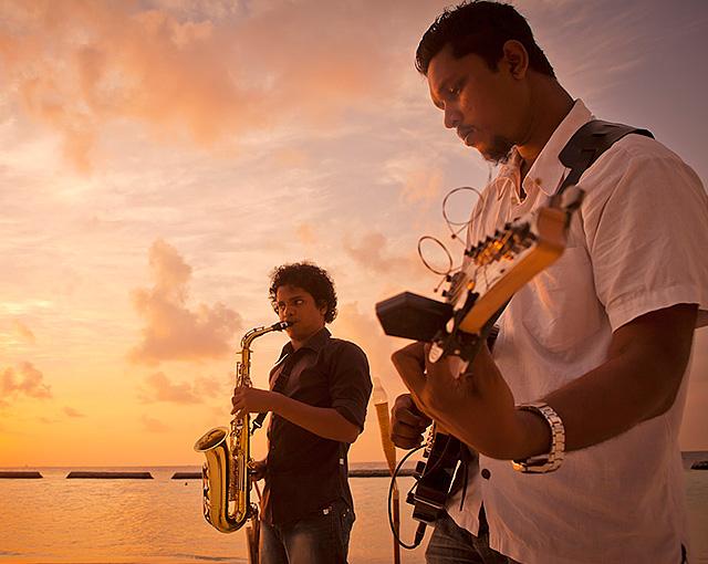 موسيقى الجاز في غروب الشمس  |موسيقى نابض بالحياة  في كورومبا المالديف