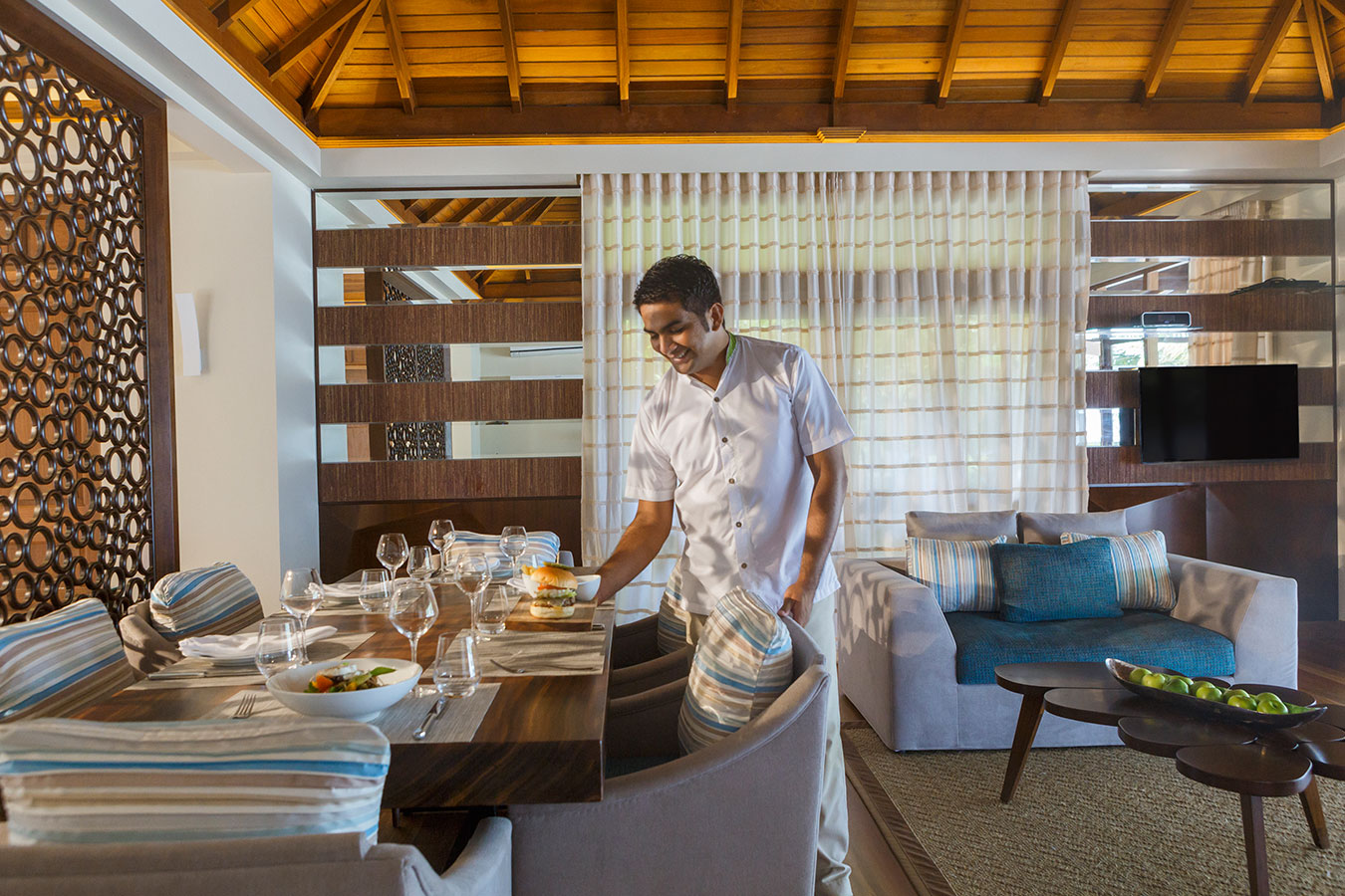 Kurumba Maldives - Royal Residence Butler Service Image - Maldives Resorts Pool Villa