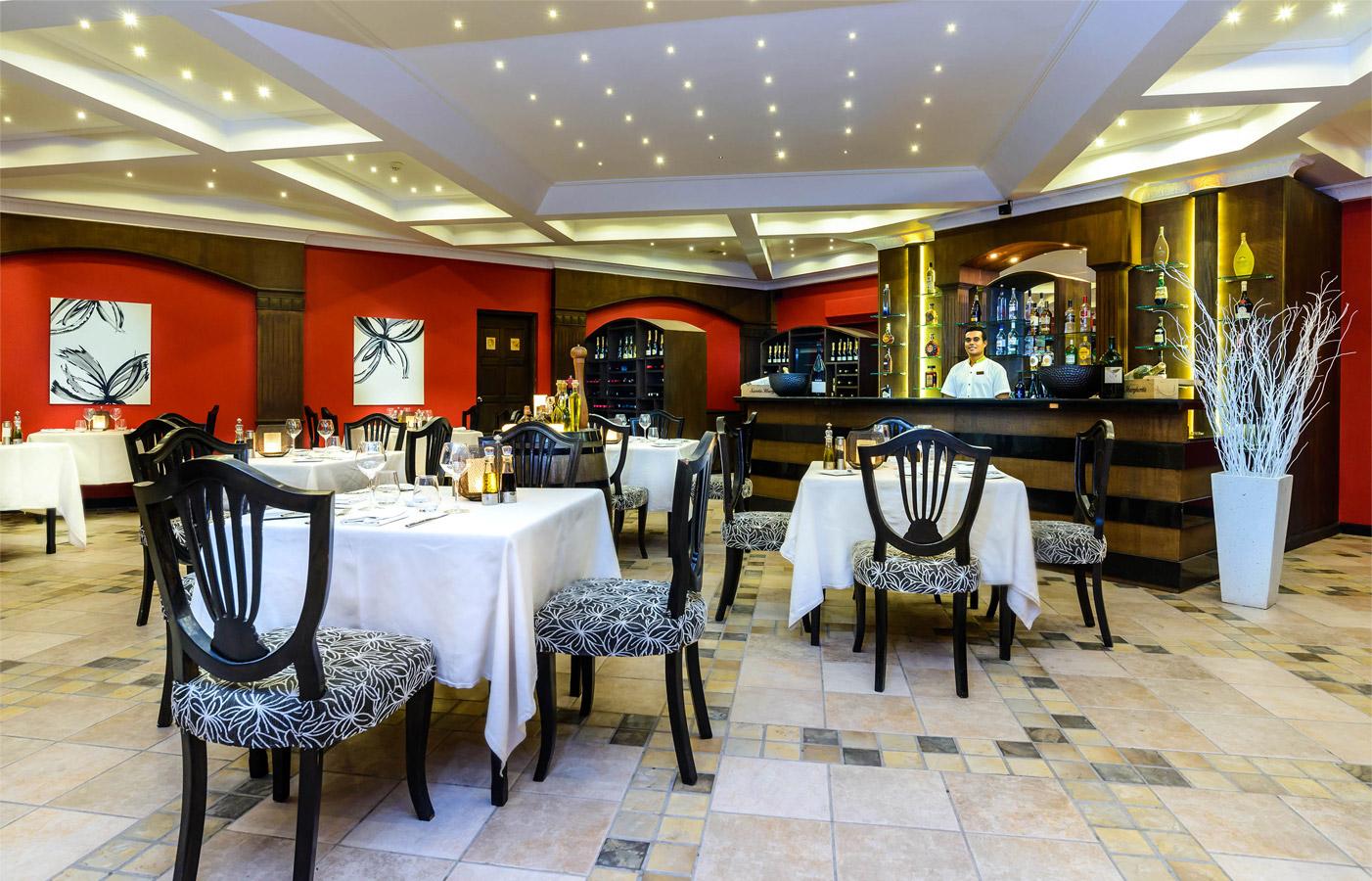 Isola Italian Restaurant Image | Kurumba Maldives Resort