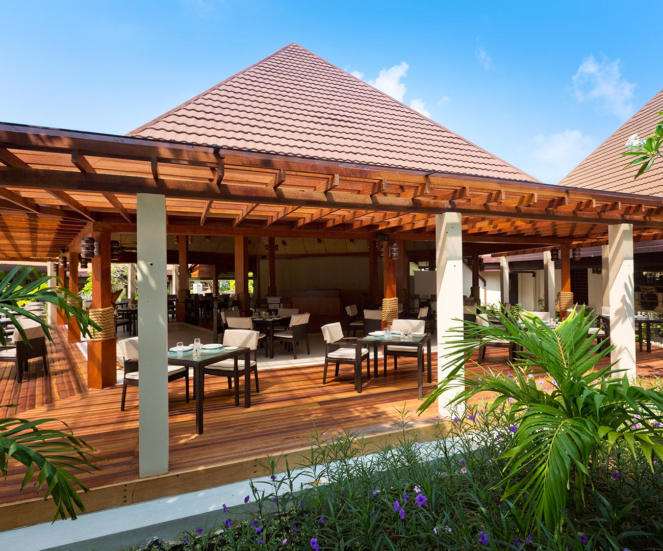 Kurumba Maldives - Cafe image - Maldives Resorts