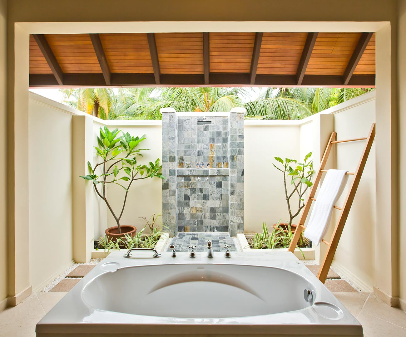 Superior Room Open Bathroom Image | Kurumba Maldives | Maldives Resort