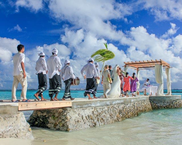 صورة تجديد  الزفاف  في منتجع جزر المالديف | كرومبا المالديف
