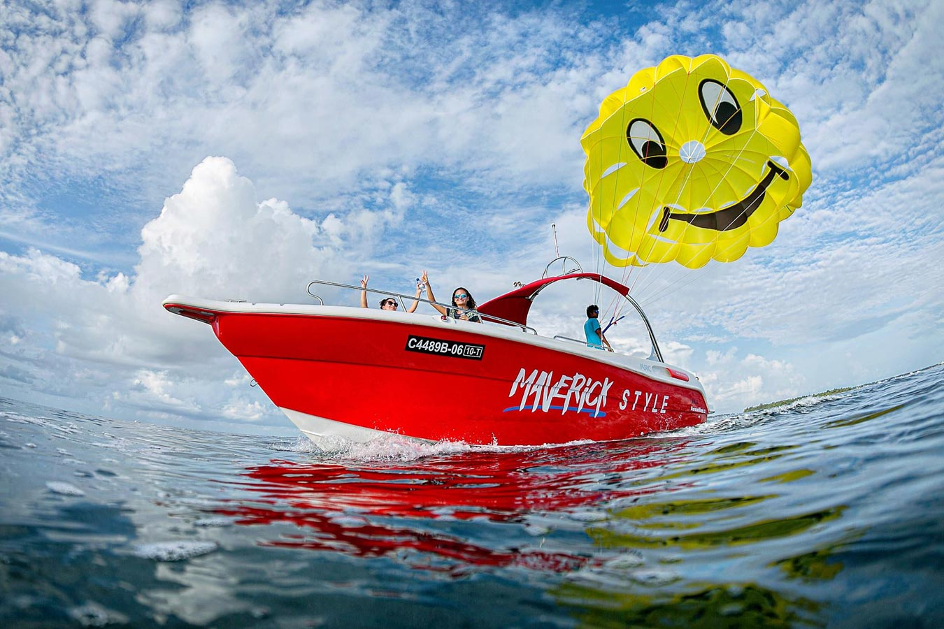 Parasailing in the Maldives Image | Kurumba Maldives Watersports