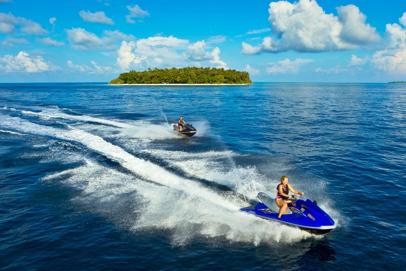 صورة  التزلج  دراجة المائية في  جزر المالديف | الرياضات المائية في كورومبا المالديف