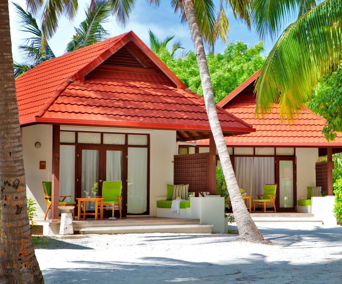 bungalows maldives kurumba maldives resort deluxe bungalows. Black Bedroom Furniture Sets. Home Design Ideas