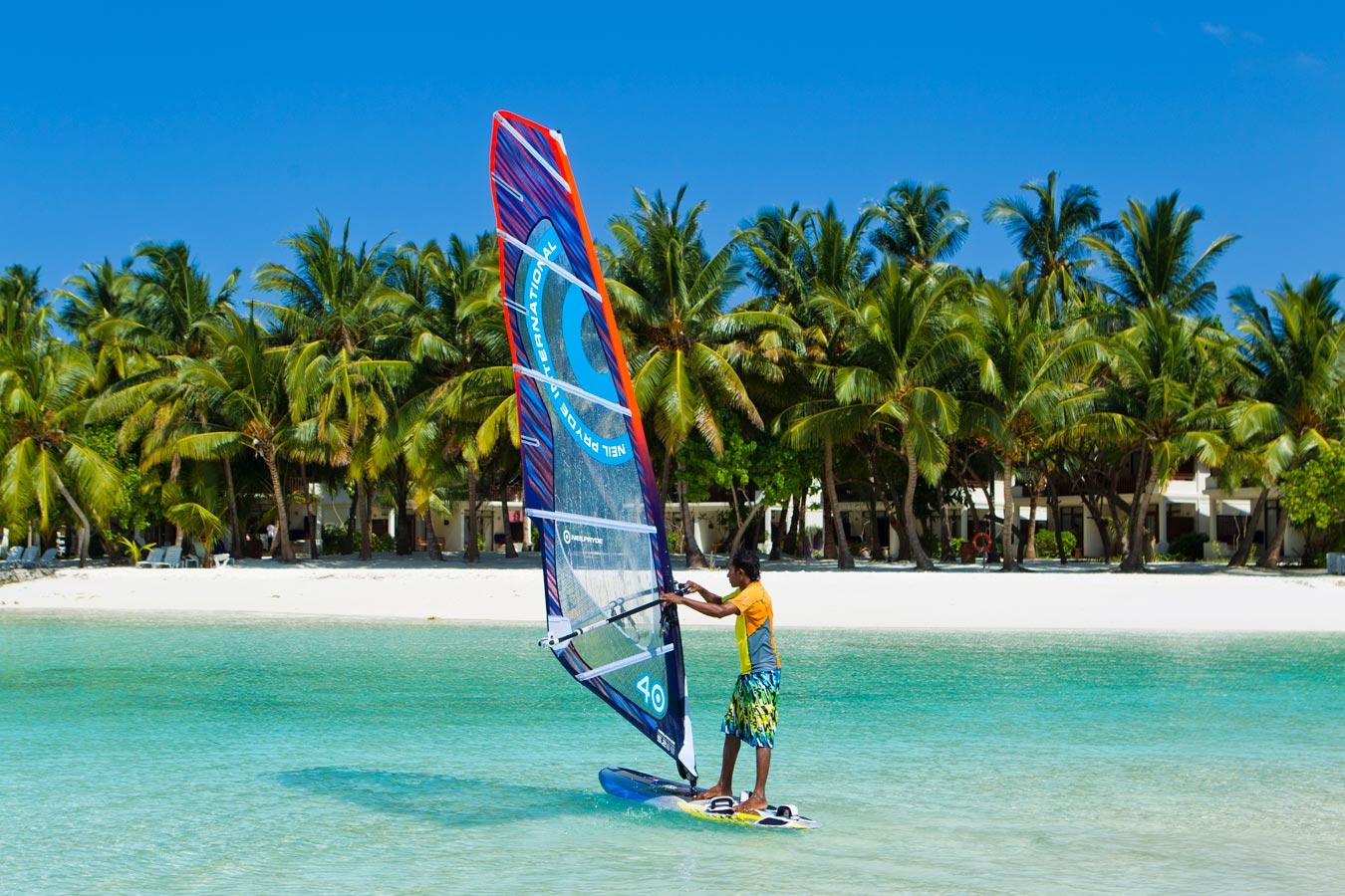 صورة  ركوب الأمواج في  جزر المالديف | الرياضات المائية في كورومبا المالديف